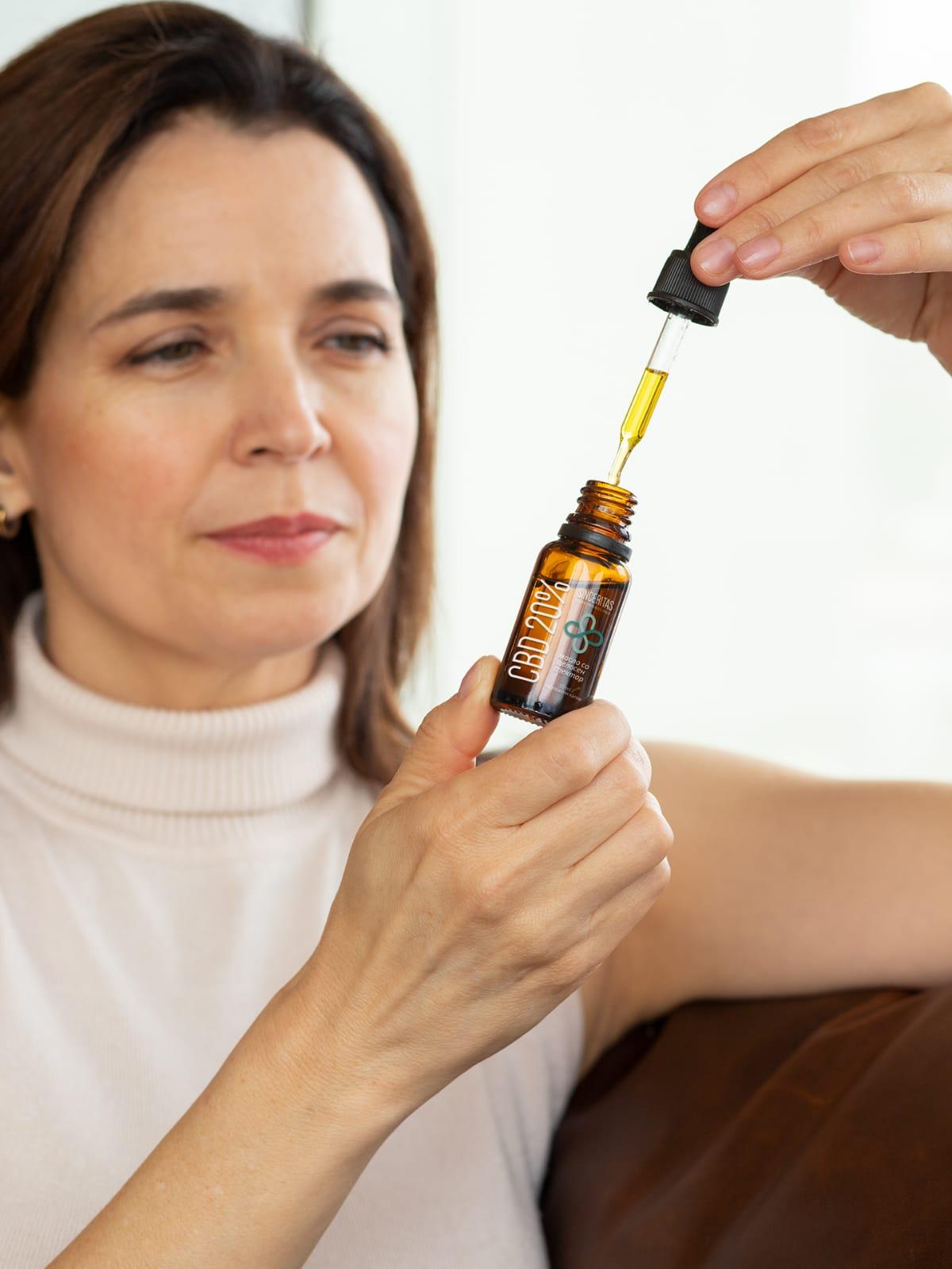 sinceritas-cbd-oil-woman